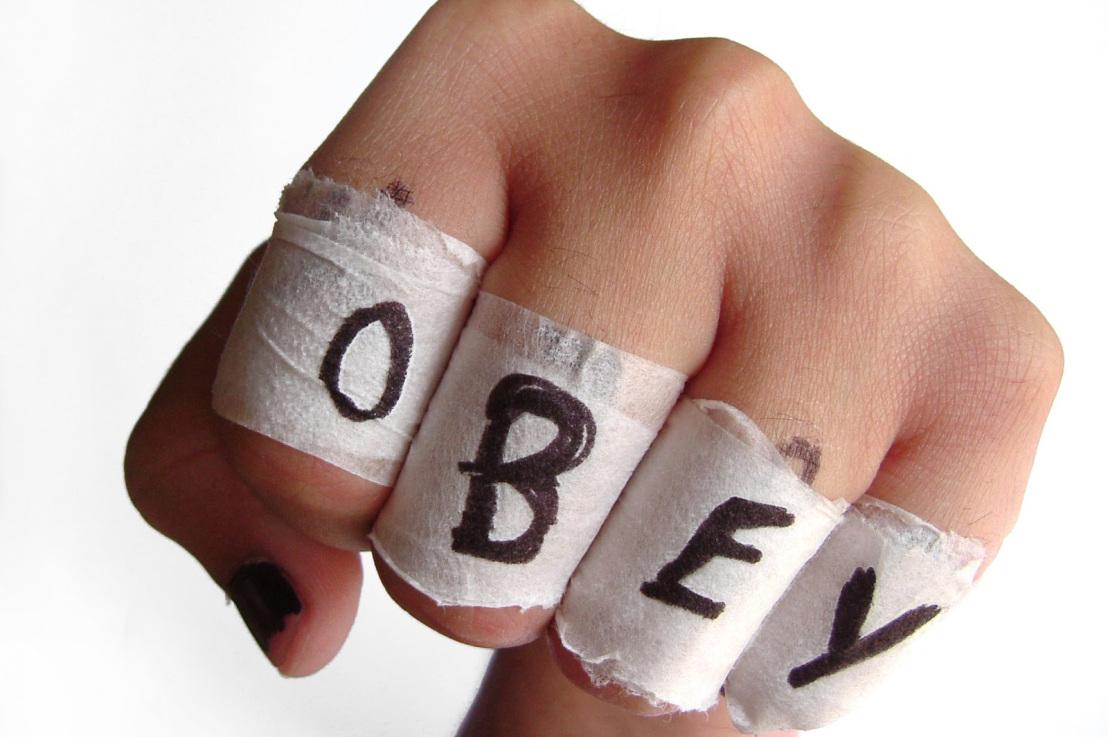 submissive, authoritarian, gestures, non verbal language