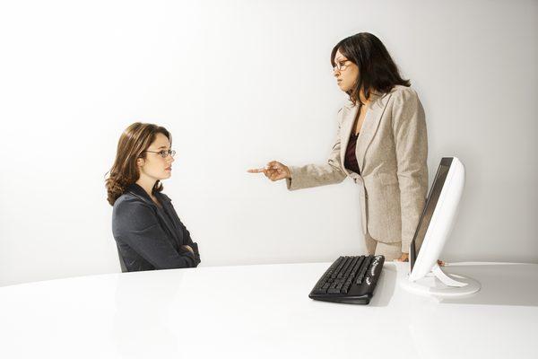 sefa abuziva, loc de munca, abuz emotional, abuz la job
